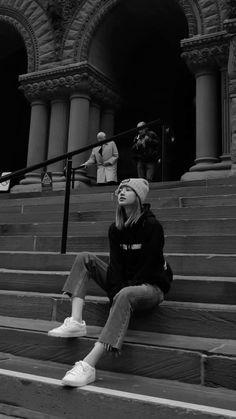 190427 Old City Hall Cenotaph, Toronto ☀ Lisa Blackpink Wallpaper, Model Poses Photography, Black Pink Kpop, Mode Rose, Blackpink Members, Foto Casual, Black And White Aesthetic, Blackpink Photos, Blackpink Fashion