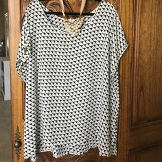 Pleione 3x bird top from Nordstrom Flowy and roomy. Like new! Pleione Tops Blouses