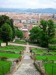 Beautifull garden in Italy! I love the mediterranean gardens!  #maisonetobjet2017 #parisdecor #decorationdemaison For more inspirations click/press on the image