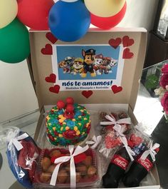 Box party: tutorials and 80 ideas for you to make your own - Birthday FM : Home of Birtday Inspirations, Wishes, DIY, Music & Ideas Birthday Candy, Birthday Box, Cake Frame, Happy Birthday Husband, Personalised Cupcakes, Kawaii Disney, Surprise Box, Diy Presents, Ideas Para Fiestas