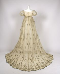 An enchanting Empire gem! French evening dress (1805–10) cotton & metallic thread. The train is exceptional. @MetropolitanMuseum Accession #: C.I.X.646