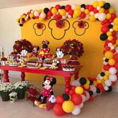 Fotografia postată de Inspire sua Festa. Minie Mouse Party, Fiesta Mickey Mouse, Red Minnie Mouse, Mickey Mouse And Friends, First Birthday Party Themes, Mickey Party, Mickey Mouse Birthday, Birthday Parties, Minnie Mouse Balloons