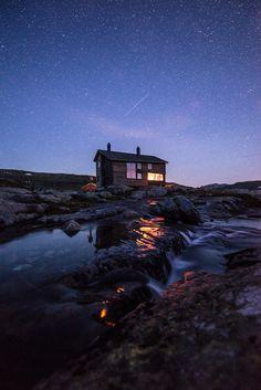 travelbinge:  Window light by Espen Haagensen      Gullhorgabu...
