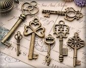 vintage keys. i love keys. the house came with a bag of they for every lock it ever had kind of like a key history. now i just love them even more