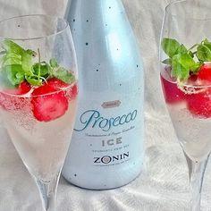Vapuksi Zonin Ice Prosecco. Kuohuvaa lasiin, jäitä ja mansikoita sekaan. #mansikka #prosecco #kuohuviini #zoninice @zoninprosecco #jordgubbar #strawberries #sparklingwine #wine