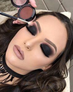 makeup for hooded eyes eyeshadow makeup revolution m Black Eyeshadow Eyes eyeshadow Foil hooded makeup Revolution Beautiful Eye Makeup, Cute Makeup, Glam Makeup, Pretty Makeup, Makeup Inspo, Makeup Art, Makeup Inspiration, Beauty Makeup, Hair Makeup