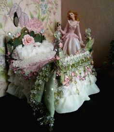 Miniature - fairy bed - mint green and pink roses