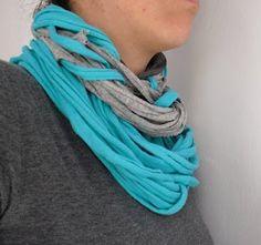 Collar con cinta Sacocharte (trapillo reciclado)  lovely people :) Con nuestros materiales y mucho amor  #tshirtyarn #yarn #tirasdetela #brazalet #pulsera #collar #collares #fular