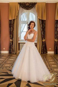 Suknia ślubna nr 5 z kolekcji Toscana #victoriagabriela #weddingdress
