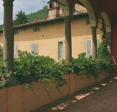 Colonnade historic Villa Gattaiola in Lucca. Real estate Italy, Tuscany property for sale. www.lucaevillas.it