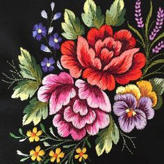 new brazilian embroidery patterns Crewel Embroidery Kits, Hand Embroidery Videos, Hand Embroidery Flowers, Hand Work Embroidery, Creative Embroidery, Embroidery Supplies, Hand Embroidery Designs, Embroidery Patterns Free, Cross Stitch Embroidery