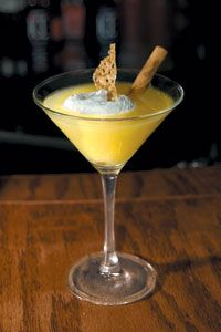 Pumpkin Pie Martini--not sure where to find pumpkin liqueur Party Food And Drinks, Holiday Cocktails, Cocktail Drinks, Fun Drinks, Yummy Drinks, Yummy Food, Beverages, Pumpkin Recipes, Fall Recipes