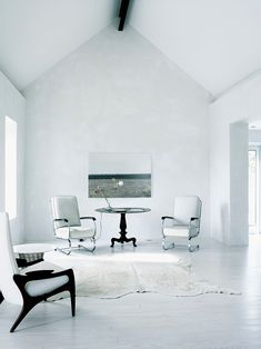 A modern house in Marfa by Barbara Hill Design Interior Architecture, Interior And Exterior, Interior Design, Living Area, Living Spaces, Living Rooms, Plexiglass, White Rooms, Minimalist Home