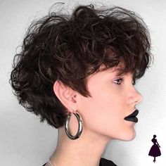 Short Haircut Women 2018 Latest short haircuts for that will give you a stunning look. Pixie cuts, bob hairstyles, shaggy and edgy short haircut, textured bobs and more. Haircuts For Curly Hair, Best Short Haircuts, Curly Hair Cuts, New Haircuts, Bob Hairstyles, Curly Hair Styles, Natural Hair Styles, Pixie Haircuts, African Hairstyles