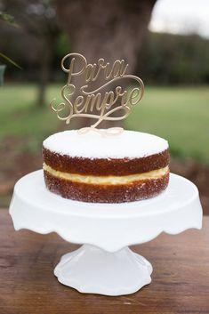 """Casamento no Campo na fazenda Vila das Amoreiras. Mini wedding no campo, topo de bolo """"Para Sempre"""". Tema Tropical."""