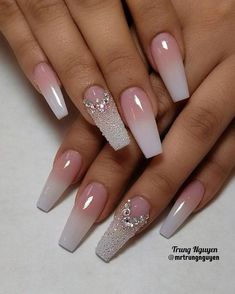 There are three kinds of fake nails which all come from the family of plastics. Acrylic nails are a liquid and powder mix. They are mixed in front of you and then they are brushed onto your nails and shaped. These nails are air dried. Best Acrylic Nails, Acrylic Nail Designs, Nail Art Designs, Nails Design, Fabulous Nails, Gorgeous Nails, Bridal Nails, Wedding Nails, Wedding Acrylic Nails