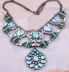 Maxi colar prateado com cristais azuis