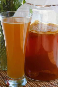 Kombucha pétillant au gingembre - des recettes qui suivent le régime alimentaire hypotoxique, sans gluten et sans produits laitiers.