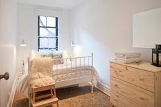 Airbnb in New York, United States. $65 USD per night.   Lovely, remodeled apartment in the heart of the Upper East Side. A few blocks from Central Park, Bloomingdales, and NYC subway system. Guests have their own bedroom & full access to the rest of the apartment. Experience life as a real New Yorker! .
