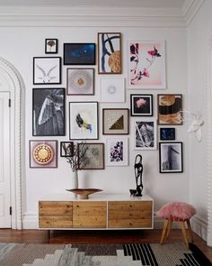 modern gallery wall inspiration for tall ceilings. / sfgirlbybay The post friday finds. appeared first on Vardagsrum Diy. Deco Design, Wall Design, House Design, Design Design, Nordic Design, Inspiration Wand, Interior Inspiration, Design Inspiration, Interior Ideas