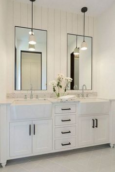 Comfy farmhouse bathroom makeover ideas 28 Master Bathroom Ideas to Find Peace and Relaxation Bathroom Vanity Decor, Bathroom Layout, Bathroom Flooring, Bathroom Interior, Bathroom Ideas, Bathroom Designs, White Bathroom, Bathroom Remodeling, Bathroom Makeovers