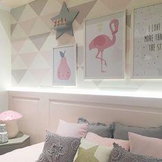 Quartinho lindo por uma arquiteta que adoramos @figueiredo_fischer . Aproveite os dias calmos em SP e venha montar o quarto dos seus filhos na loja. Temos almofadas, quadrinhos, papel de parede, enxoval e muito mais. Esperamos vocês hoje das 10:00-18:30 #lojainfantil #lojadecoracao #lojadecoracaoinfantil #decoracaoquartoinfantil #quadroinfantil #quartodebebe #gravida #arquiteto