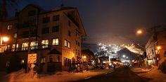 About Niseko, a popular snow resort town in Hokkaido Snow Resorts, Best Ski Resorts, Japan Guide, Travel Guide, Skiing, Hokkaido, Ski, Travel Guide Books