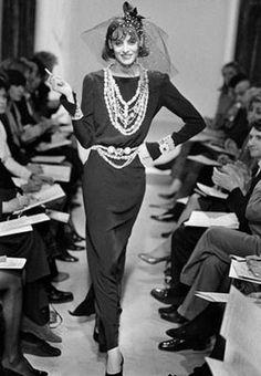 ¿Qué tiene Inés de la Fressange? Es una de esas modelos convertida en icono de la moda. Frescura, personalidad y visión emprendedora.