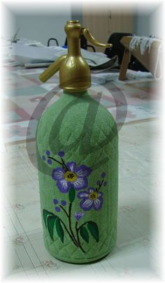 sifón pintado a mano Bottles And Jars, Decoupage, Diy And Crafts, Antiques, Home Decor, Decorated Bottles, Mason Jars, Molde, Home
