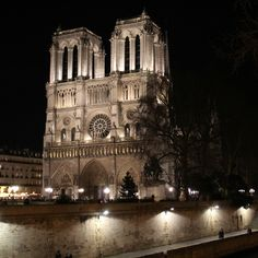 Paris is always a good idea! My travel tips to discover the Ville Lumière.