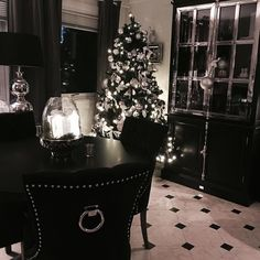 Nå gleder vi oss til jul. Følg med på vår julekalender  @classicliving #interiør
