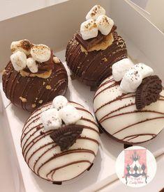 Hot Chocolate Gifts, Christmas Hot Chocolate, Hot Chocolate Bars, Hot Chocolate Mix, Hot Chocolate Recipes, Chocolate Treats, Chocolate Pinata, Cooking Chocolate, Chocolate Flavors