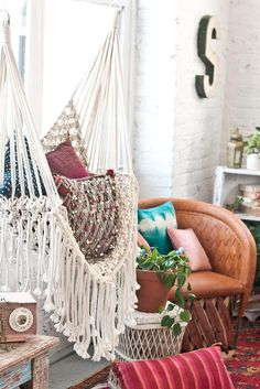 Awesome Indoor Hammock Ideas For A Lazy Sunday Morning Room Hammock Chair Bedroom Hammock Chair Elegant Bedroom Hammock inside ucwords] Hammock In Bedroom, Hammock Chair, Swing Chairs, Hippie Home Decor, Diy Home Decor, Room Decor, Macrame Chairs, Macrame Hanging Chair, Hanging Chairs