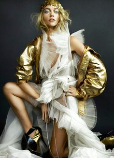 Birdy & Me : Illustrations & Musings by Kelly Smith: happy HOLIDAYS (Mario Testino UK Vogue Dec 2010)