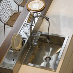 Escurridor elaborado por nosotros en acero inoxidable, con una terminación esmerilada.  Está sectorizado en área para platos, cuchillas y tablas de picar, vasos y un sector de almacenaje.   ¡Elegilo como complemento para tu nueva cocina!