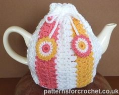 PFC93-Tea Cosy - Free Crochet Pattern by PatternsforDesigns. Available in US and UK/AUS crochet formats.