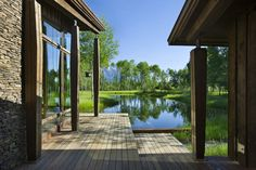 Wonderful Retreat Nearby the Mountains Inspiring Freshness, USA