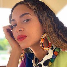 Maasai – Beaded Earrings (As seen on Beyonce) Beyonce Instagram, Instagram Girls, Beyonce Makeup, Estilo Rihanna, Global Citizen Festival, Concealer, Clear Mascara, Beyonce Style, African Fashion Designers