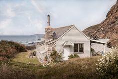 Cornwall Cottages, Cornwall Beaches, Beach Shack, Beach Huts, House By The Sea, Seaside Beach, Coastal Cottage, Irish Cottage, Modern Cottage
