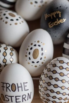 Ostern deko Ab ins Nest! Easter Egg Designs, Easter 2021, Posca, Egg Decorating, Easter Crafts, Diy Painting, Happy Easter, Easter Eggs, Diy And Crafts