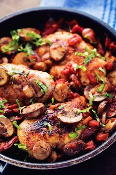 A quick, easy and impressive 30 minute meal that is packed with delicious flavor! Tender and juicy chicken, sun dried tomatoes, mushrooms, fire roaste Chicken Skillet Recipes, Slow Cooker Chicken, Turkey Recipes, Tuscan Garlic Chicken, Basil Chicken, Avocado Spinach Salad, Lemon Garlic Pasta, Fire Roasted Tomatoes, Dried Tomatoes