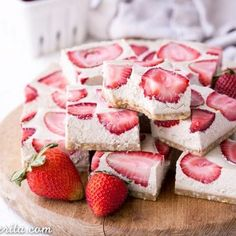 No-Bake Strawberry Shortcake Bars taste just like strawberry shortcake! No baking necessary to make these gluten-free Paleo and vegan bars. Paleo Vegan, Vegan Bar, Vegetarian, Vegan Food, Vegan Strawberry Shortcake, Strawberry Desserts, Strawberry Cheesecake, Paleo Dessert, Healthy Desserts