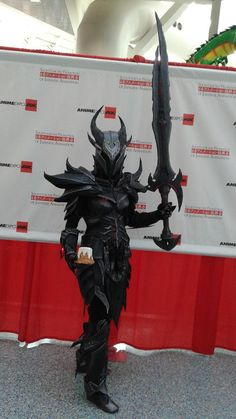 Female Dovahkiin cosplay, They finally found the sweet roll that the guards keep talking about!