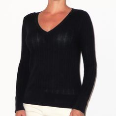 🌺 SALE - Lightweight Black Old Navy Sweater Very lightweight Old Navy Sweater. Size S. Gently worn. Old Navy Sweaters V-Necks