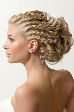 Cool corn row/ pinky/ elegant hair