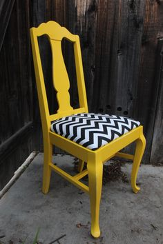 Queen Anne Style Yellow Chair.