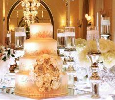 Beautiful filigree wedding cake, design by Lourdes Padilla