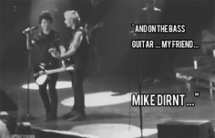 Immagine di green day, billie joe armstrong, and gif American Idiot, Billie Joe Armstrong, Band Memes, Blink 182, Green Day, My Chemical Romance, Music Stuff, Music Bands, Cool Bands