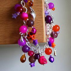 """Bracelet """"oriental"""" à breloques dans les tons de : rose fuchsia violet étoile tête de mort crâne lampe Aladin orange argenté oriental perles verre étoile été couleur soleil vacances gouttes marron #octopop #bijoux #handmade #corsica #création #rose #calavera"""