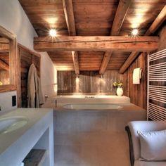 Dieses französische Bergchalet steht in Frankreich. Lasst Euch verzaubern … Ein Stil mit viel Holz, der sich durch das ganze Chalet durchzieht. Hier waren wahre Designer am Werk